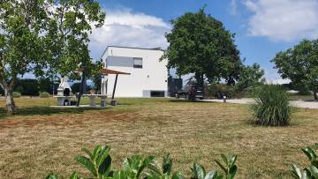Na prodaju vila s prostranim zemljištem Medulin