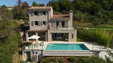 Nova vila na prodaju s jasnim pogledom na Motovun